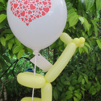 A balloon giraffe and a round heart ballloon
