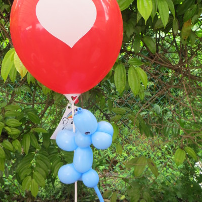 A balloon mouse and a round heart balloon
